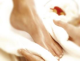 le vinaigre de cidre : bain pour les pieds gonflés